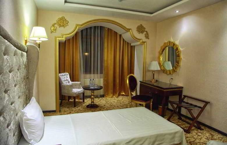 Emir Han - Room - 2
