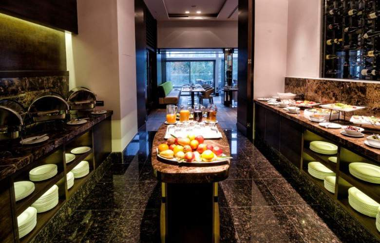 Metropol Palace - Restaurant - 4