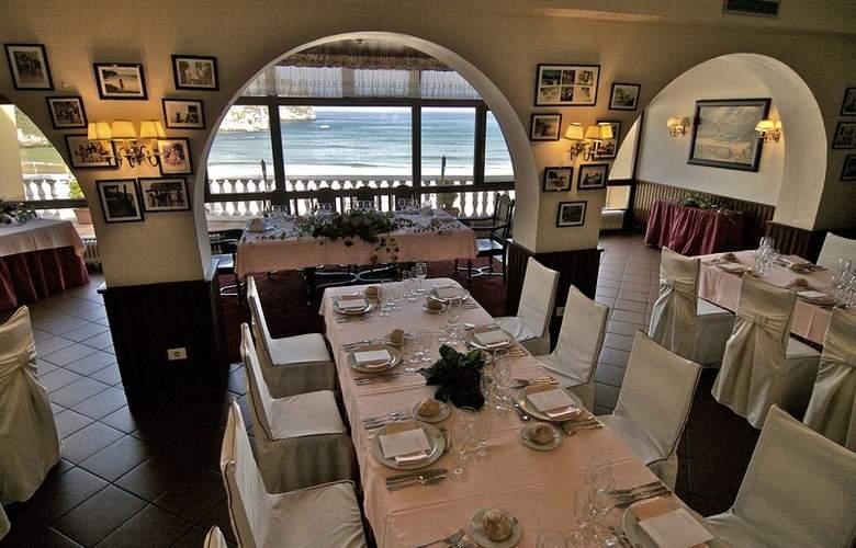 Arcea Mirador de la Franca - Restaurant - 17