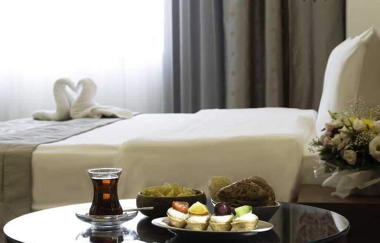 Ramada Hotel & Suites Atakoy - Room - 11