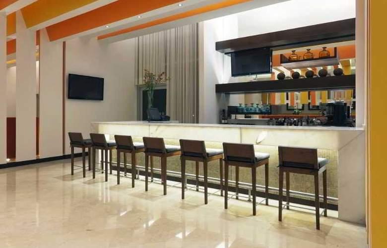 Holiday Inn Bogota Airport Hotel - Bar - 3
