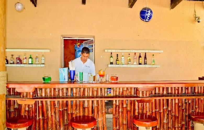 Catalina Beach Resort - Bar - 29