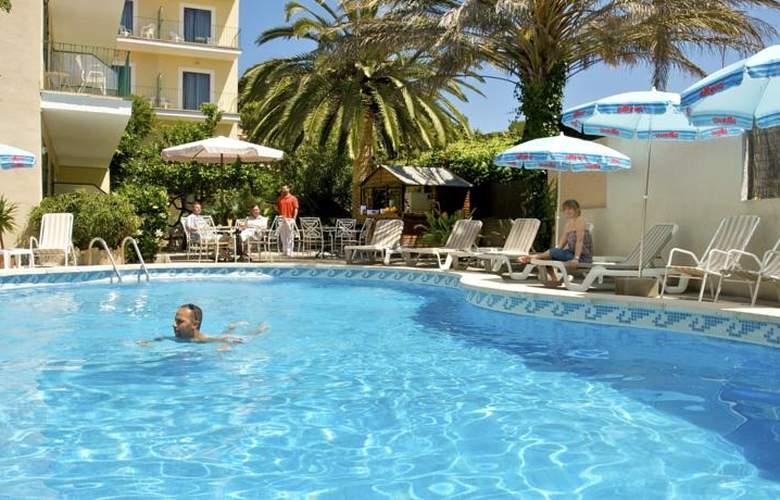 Celo Garden - Pool - 3
