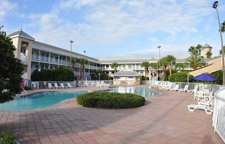 Clarion Suites Maingate - Pool - 9