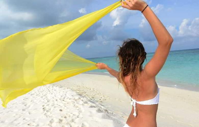 Palm Beach Resort & Spa Maldives - Sport - 50