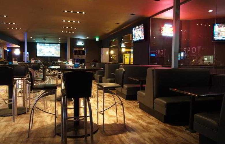 Ramada Downtown Los Angeles - Bar - 4