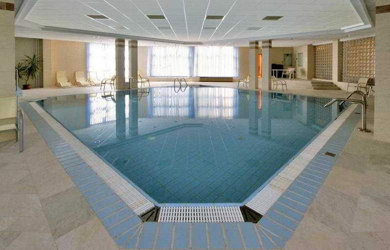 Rubin Wellness & Conference Hotel - Pool - 5