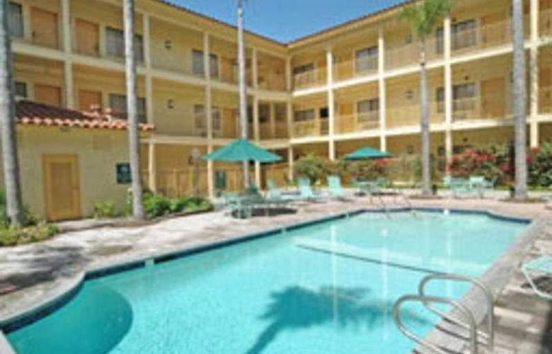 La Quinta Orange County Santa Ana - Pool - 3