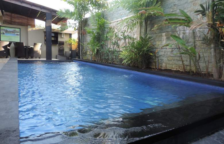 Legian Guest House - Pool - 15