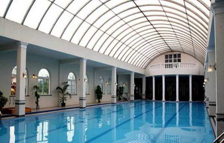Regalia Serviced Residence - Pool - 3