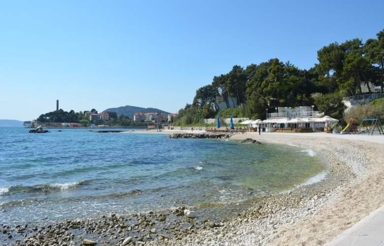 Villa Dube - Beach - 14