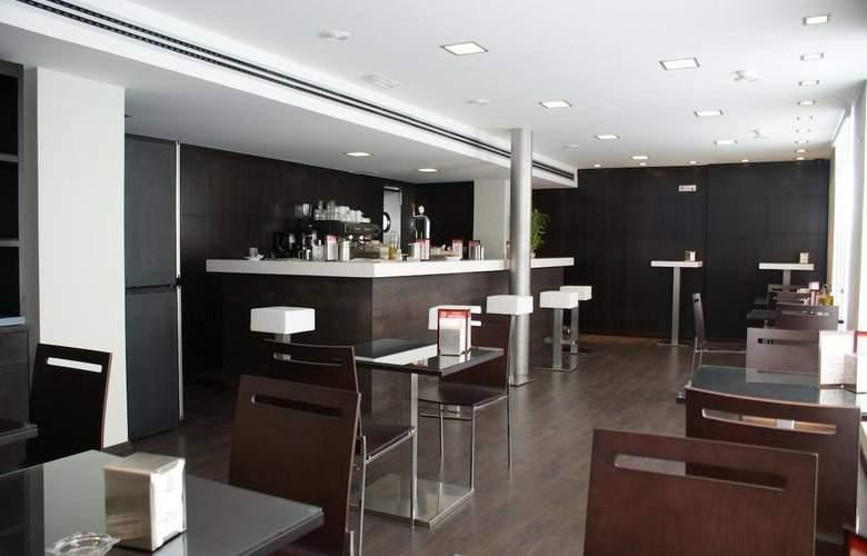Universal Granada - Bar - 8