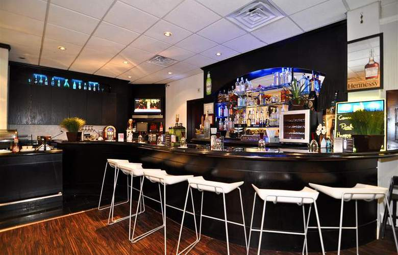Best Western Plus Newark Airport West - Bar - 97