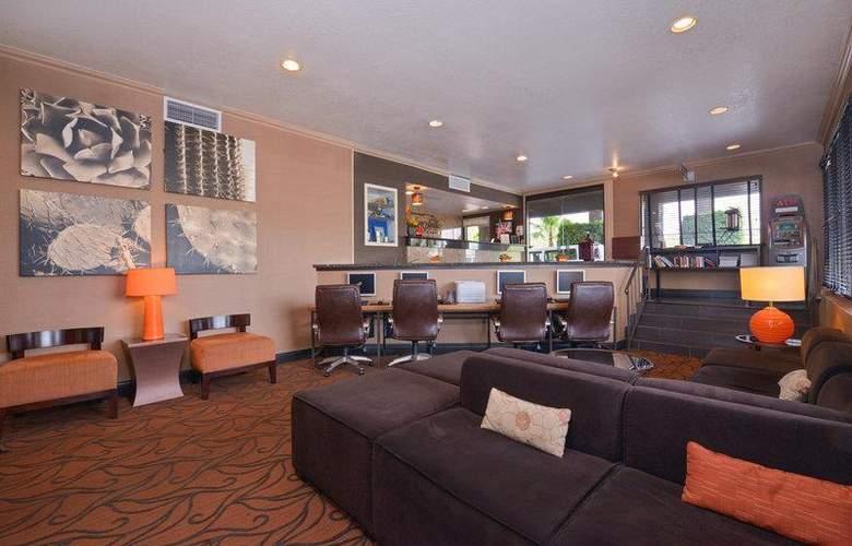 Best Western Plus Innsuites Phoenix Hotel & Suites - General - 21