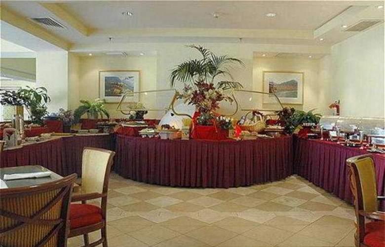 Crowne Plaza Cabana Hotel & Resort - Restaurant - 10
