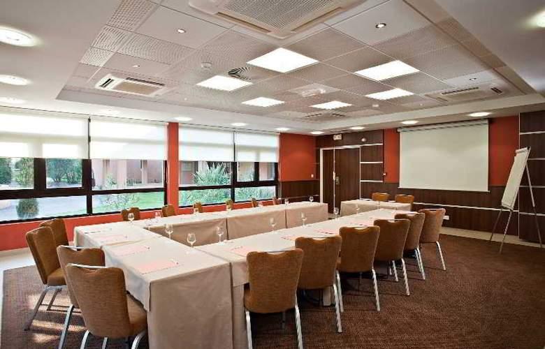 Best western Golf Hotel De Valescure - Conference - 18