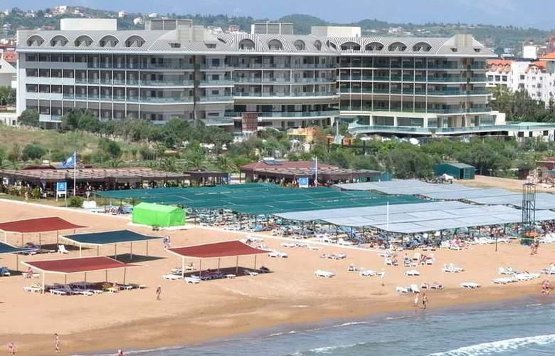Commodore Elite Suites & Spa - Beach - 2