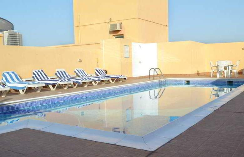 Bavaria Executive Suites Bur Dubai - Pool - 7