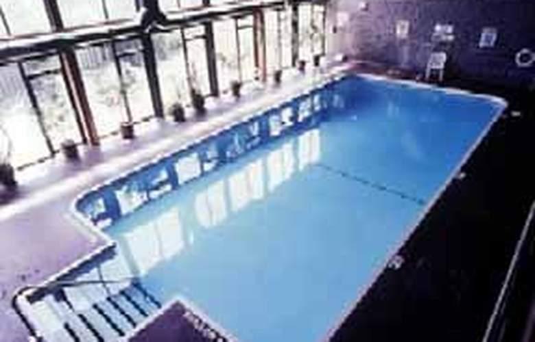 Quality Hotel & Conference Centre Royal Brockville - Pool - 3