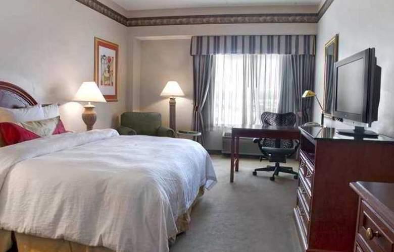 Hilton Garden Inn Bloomington - Hotel - 6