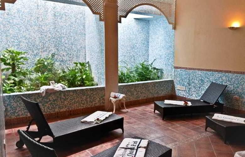 La Quinta Park Suites - Hotel - 4