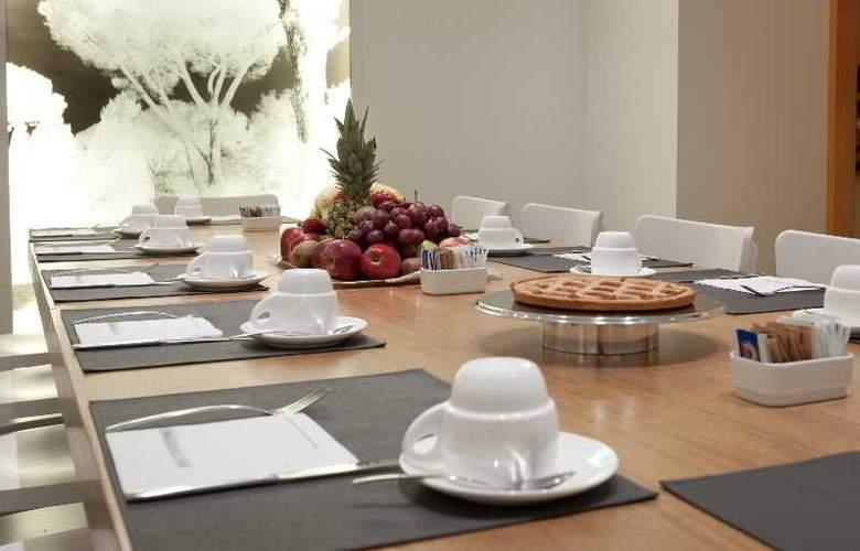 White - Restaurant - 2