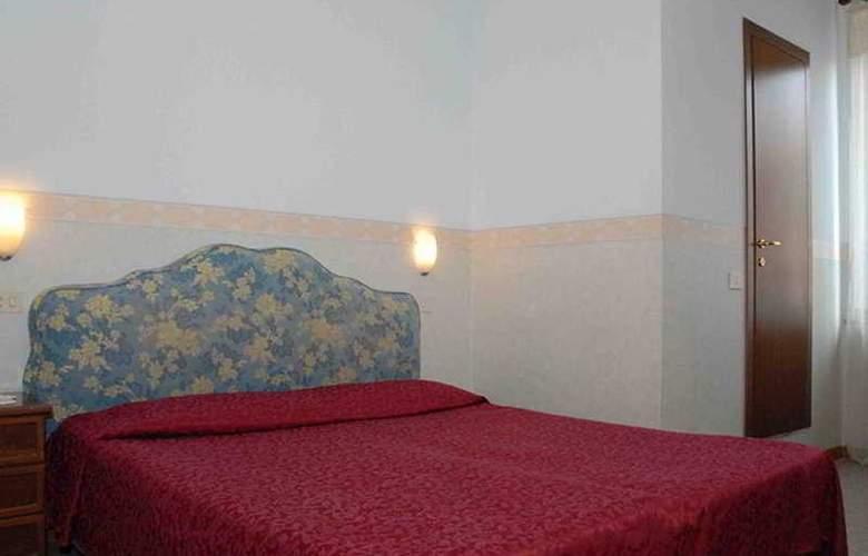 Capri - Room - 2