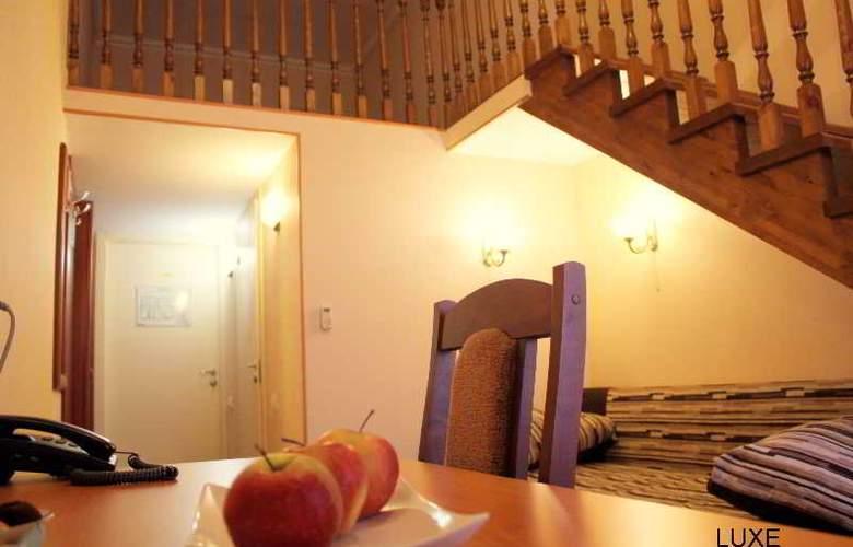 Deluxe Hotel - Room - 19