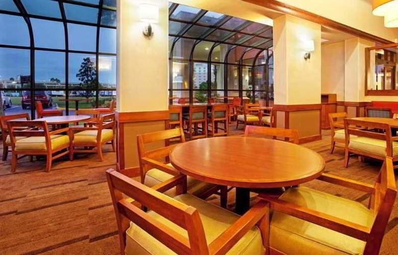 Hyatt Place Orlando Universal - Restaurant - 17