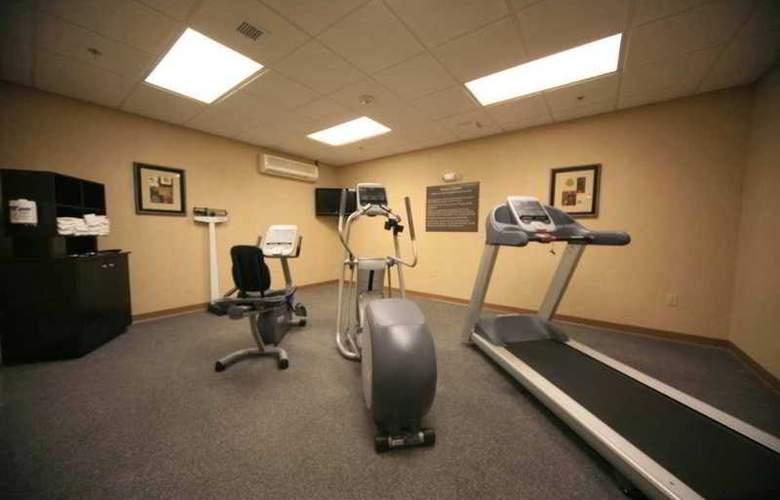 Hampton Inn & Suites Berkshires Lenox - Sport - 10