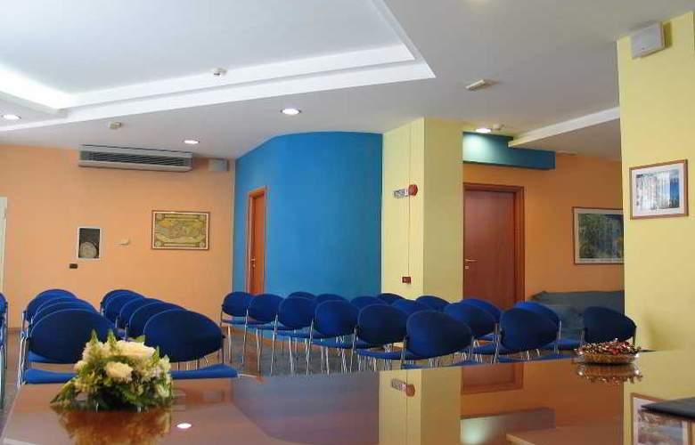 Maiuri - Conference - 29