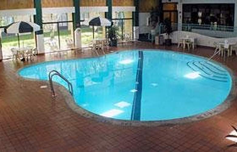Comfort Inn Airport - Pool - 5