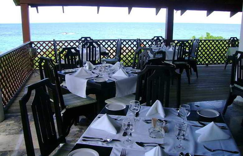 Sosua by the Sea Boutique Beach Resort - Terrace - 5