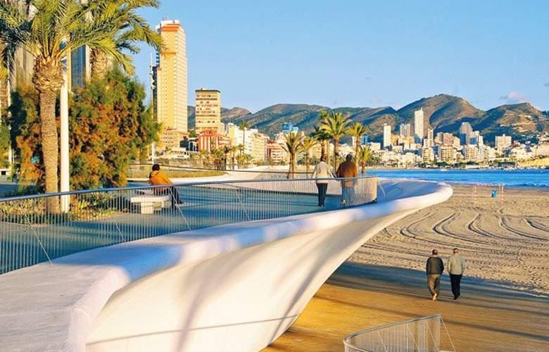Pierre & Vacances Benidorm Levante - Beach - 2