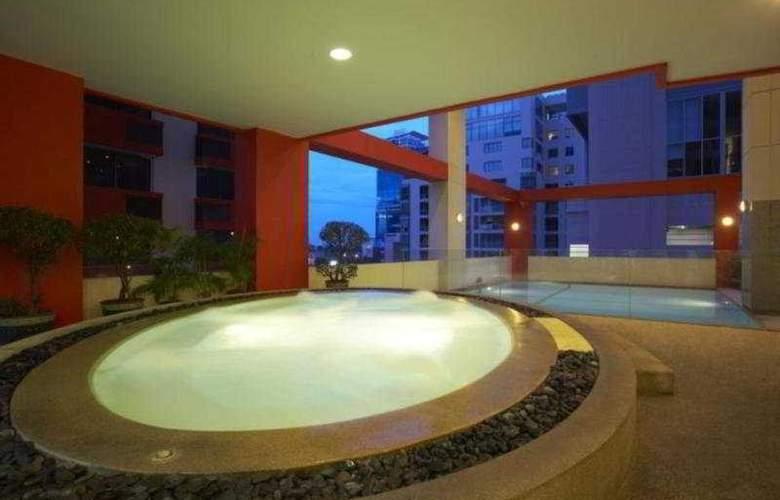 Bandara Suite Silom - Pool - 11