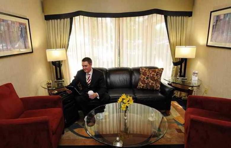 Hampton Inn & Suites Denver Cherry Creek - Hotel - 2