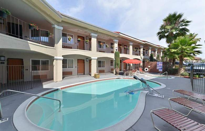 Best Western Santee Lodge - Pool - 39
