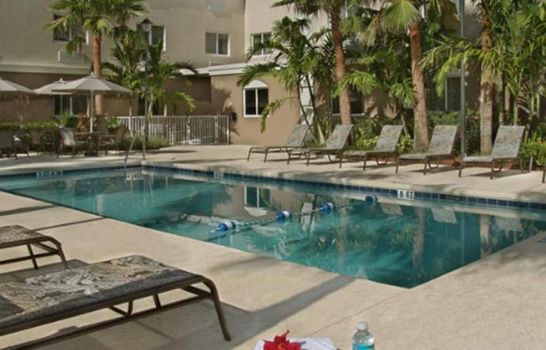 Holiday Inn Express Westpalm Metrocentre - Pool - 3