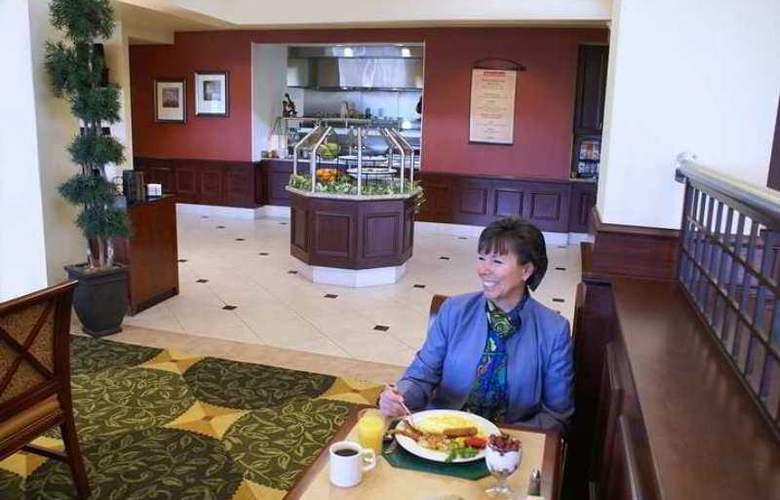 Hilton Garden Inn Sonoma County Airport - Hotel - 4