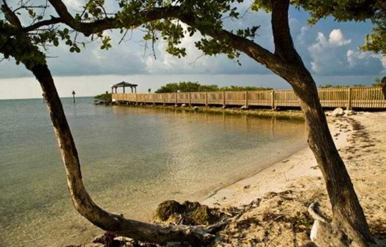 Ocean Pointe Suites at Key Largo - Beach - 5