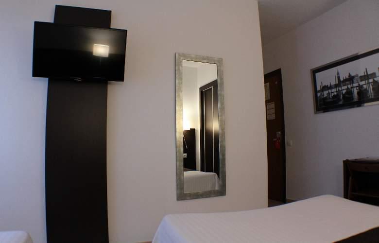Marfany - Room - 11