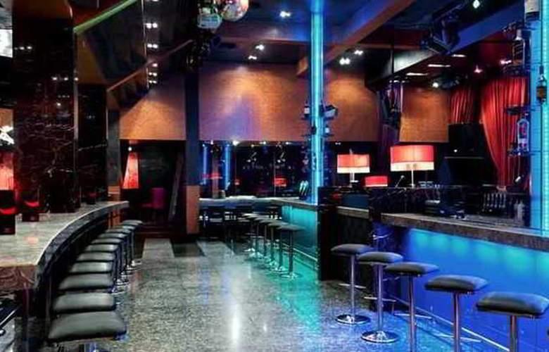 Hilton Petaling Jaya - Bar - 32
