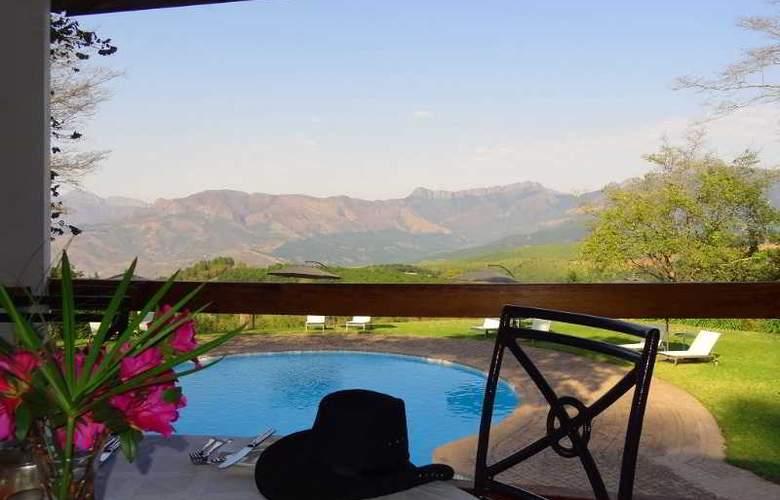 Coach House Hotel & Spa - Pool - 11