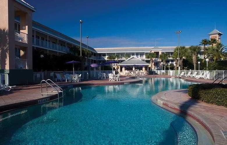 Clarion Suites Maingate - Pool - 6