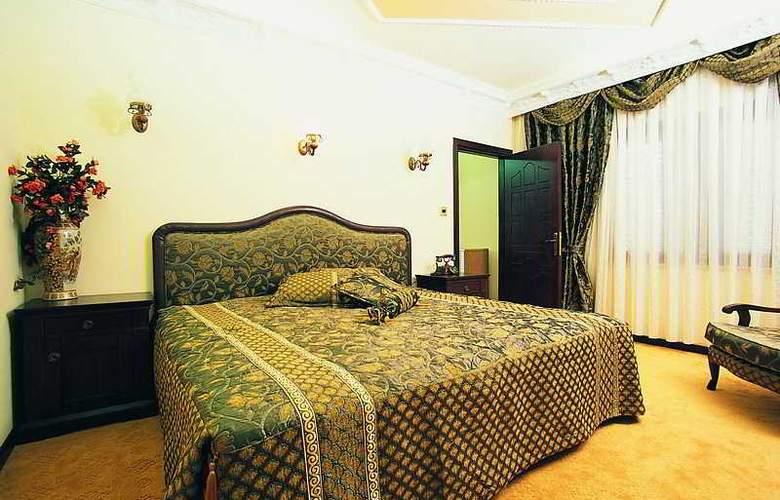 Riverside - Room - 2
