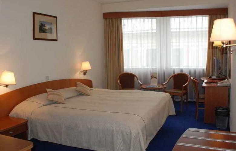 Ambassador - Room - 12