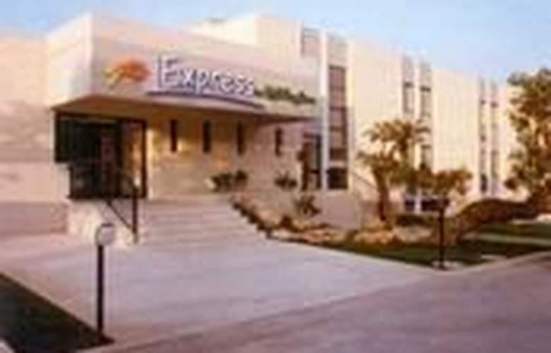 Express by Holiday Inn Fasano - Room - 1