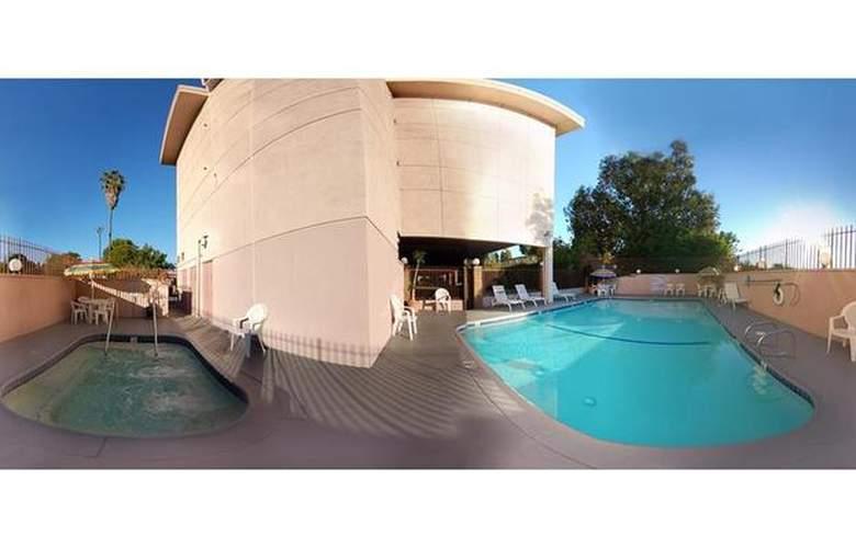 Best Western Los Angeles Worldport Hotel - Pool - 20