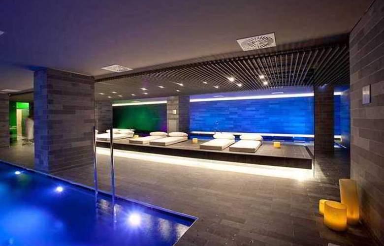 La Mola Hotel & Conference Center - Pool - 13