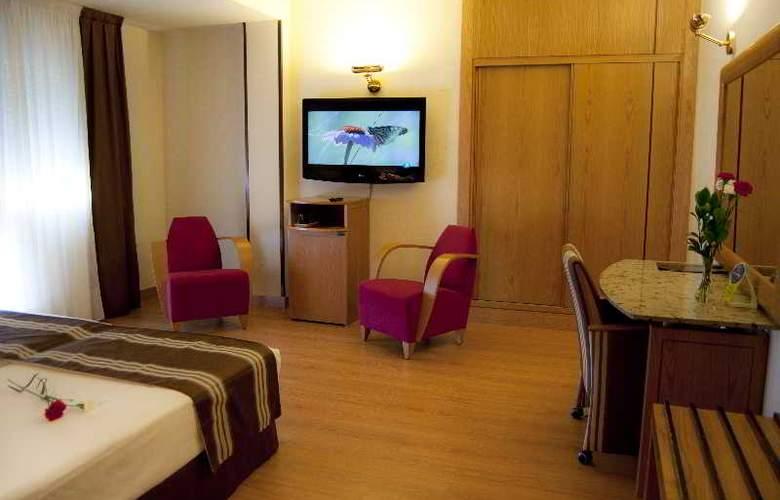 Zenit Dos Infantas - Room - 13